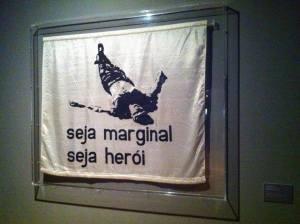 """A famosa obra de Hélio Oiticica, """"Seja marginal, seja herói"""""""