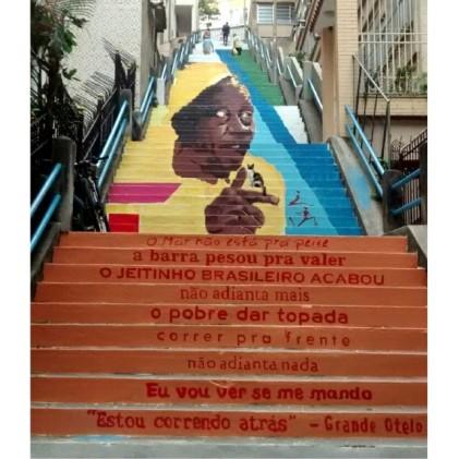 A escadaria ganhou um mural com a imagem de Grande Otelo