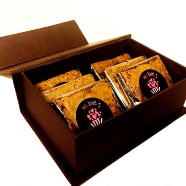 We Love Brigadeiro para O Mercado - caixa de brownies I - R$45